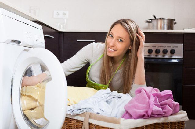 Девушка и стиральная машина