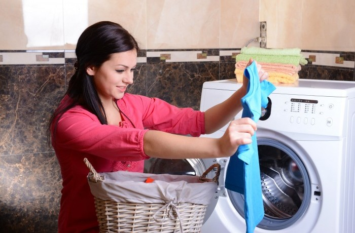 Использование стиральной машинки для стирки цветной одежды