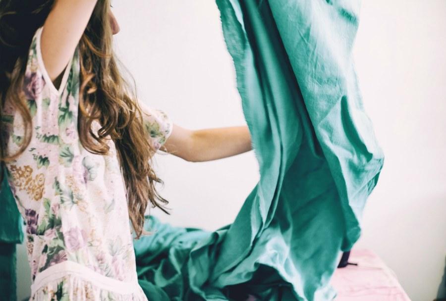 Как правильно стирать хлопковые, льняные и шелковые изделия.