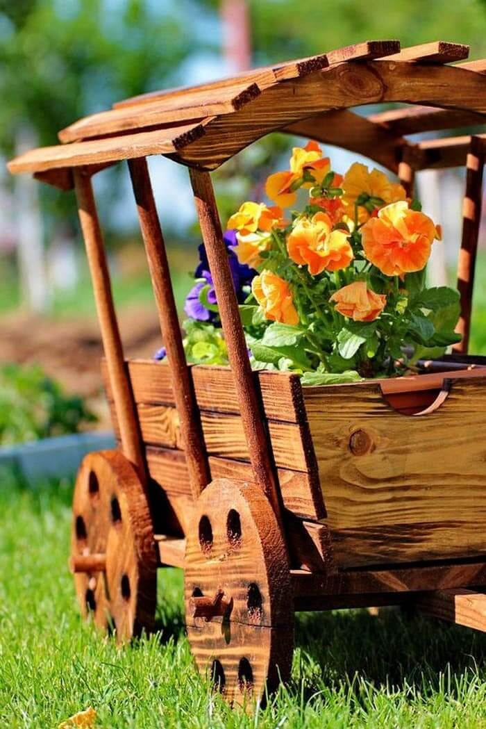 Милый домик на колесах для вашего любимого цветка