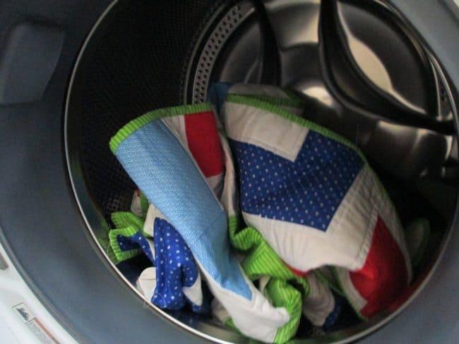 Лоскутное одеяло нужно стирать в холодной воде