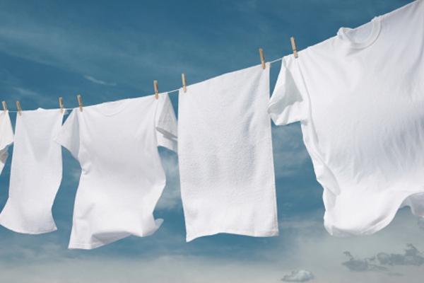 Как отбелить покрасившуюся белую вещь