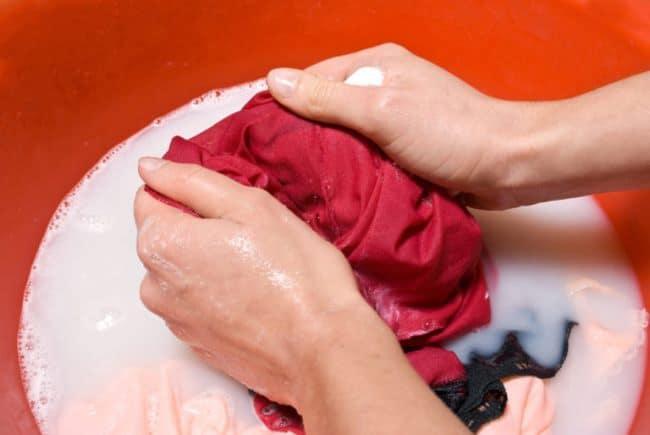 Убираем краску для волос с цветной одежды