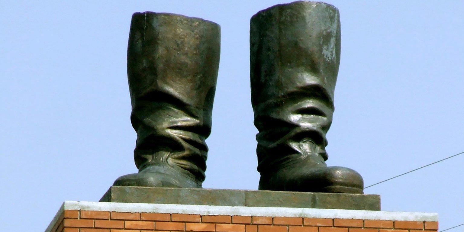 памятник кирзовому сапогу