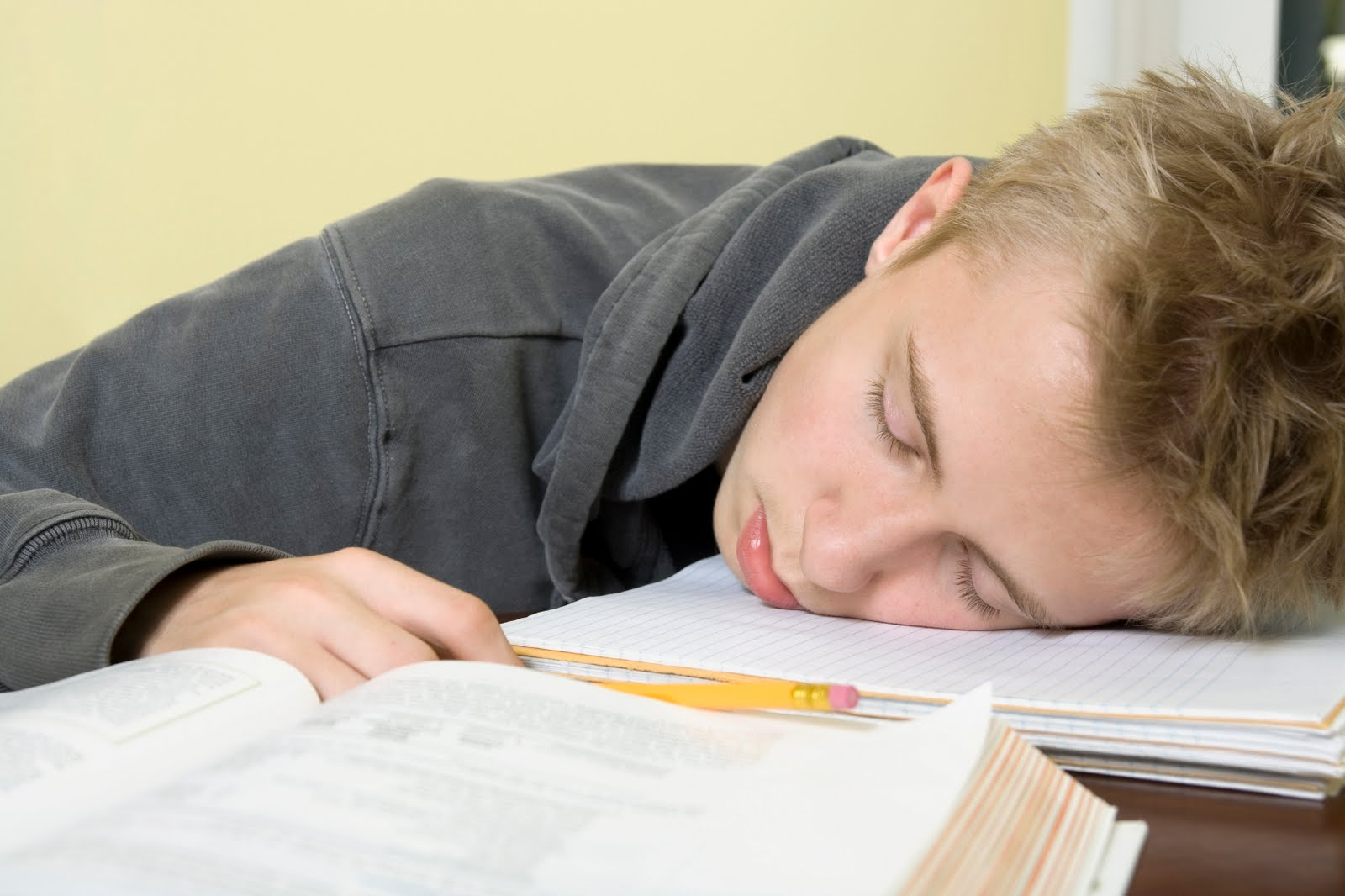 подросток испытывает сонливость