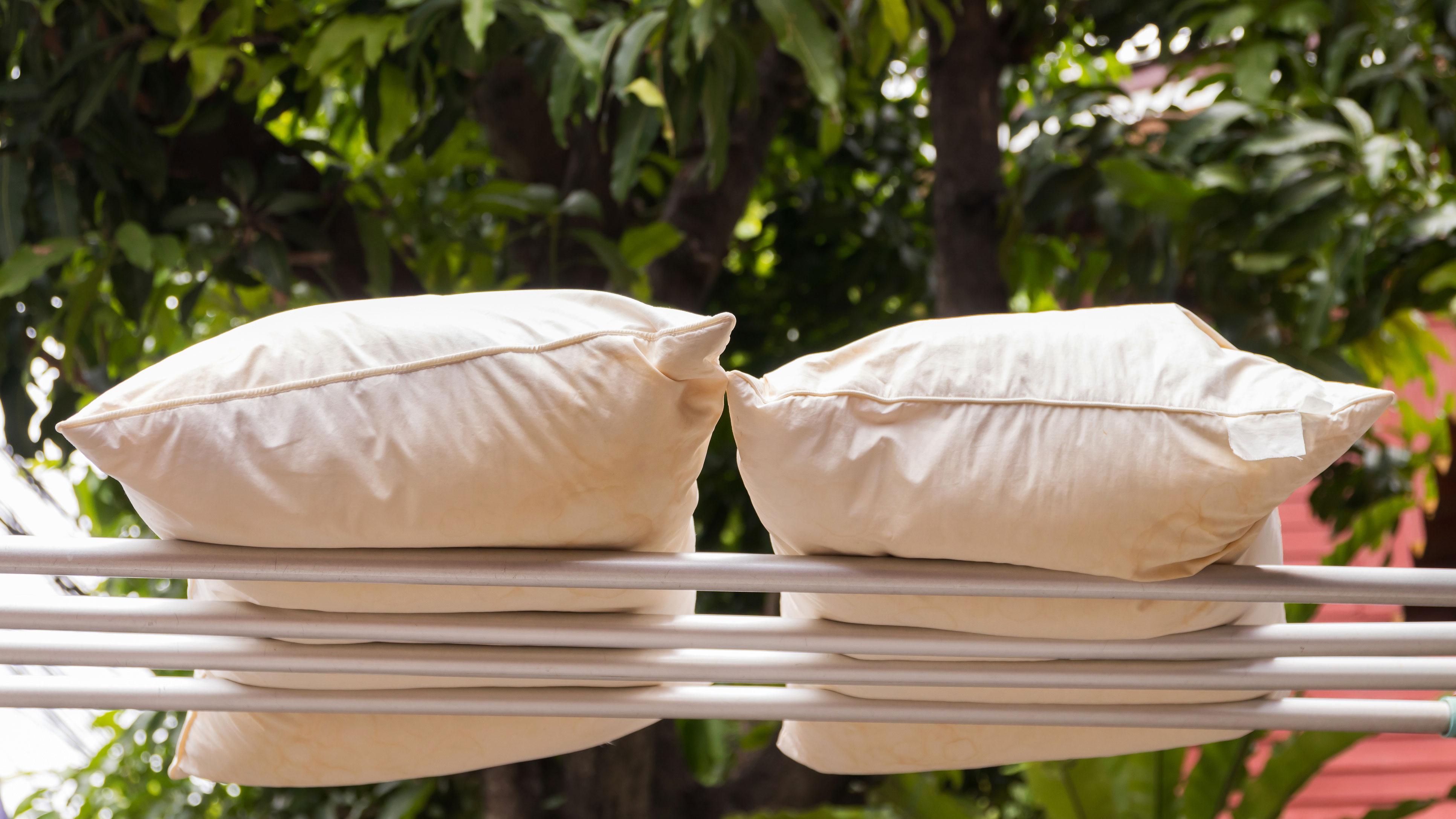 просушить подушки